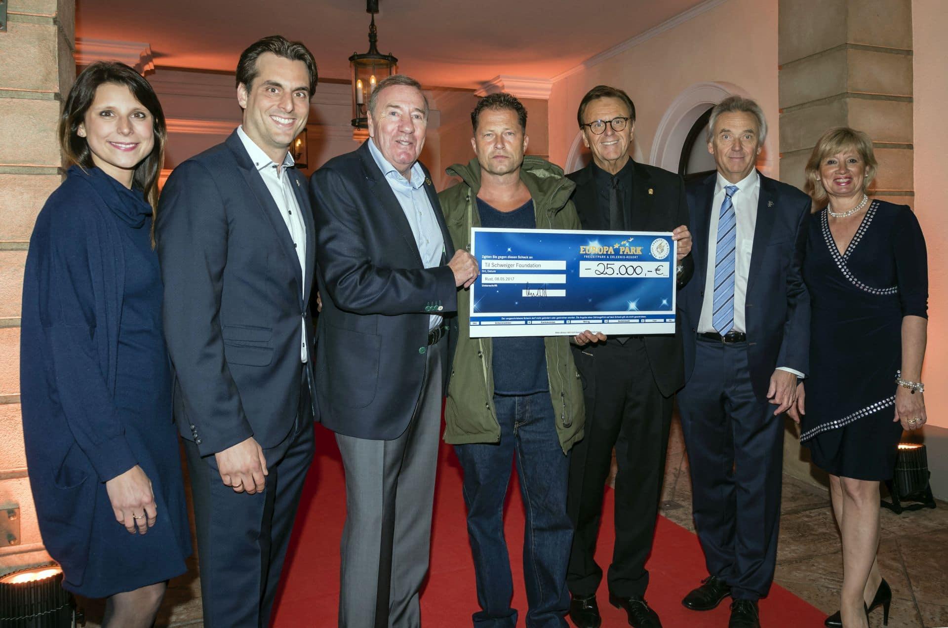 25.000 Euro für die Til Schweiger Foundation beim Europa-Park 'Eagles Charity Golfcup'