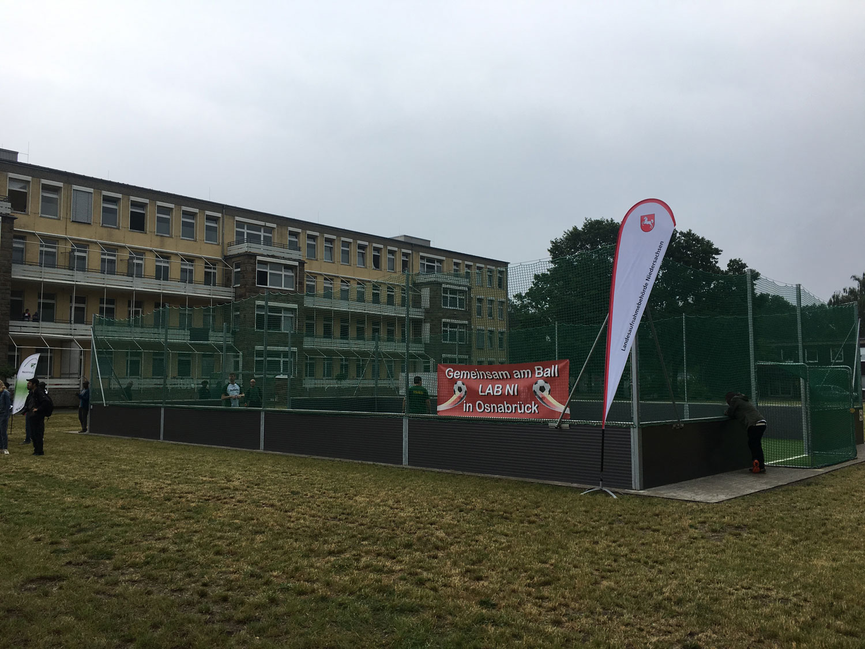 """Aktuelles aus der Flüchtlingskita – """"Ein neuer Soccerplatz für Osnabrück"""""""